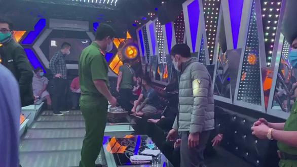 Bắt 11 thanh niên tụ tập hát karaoke, dùng ma túy bất chấp giãn cách phòng dịch - Ảnh 2.
