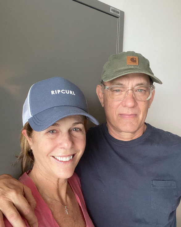 Tom Hanks đùa về COVID-19: Từ khi bị bệnh, tôi như ông bố Mỹ không ai muốn lại gần - Ảnh 2.