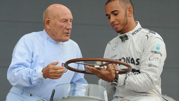Huyền thoại F1 Sir Stirling Moss qua đời ở tuổi 90 - Ảnh 1.