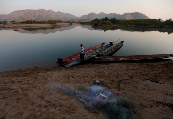 Nghiên cứu của Mỹ: Trung Quốc giữ lại nhiều nước sông Mekong trong mùa hạn - Ảnh 1.