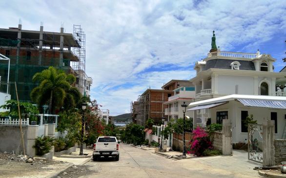 Khánh Hòa lại gia hạn cưỡng chế 13 biệt thự vi phạm tại Ocean View - Ảnh 1.