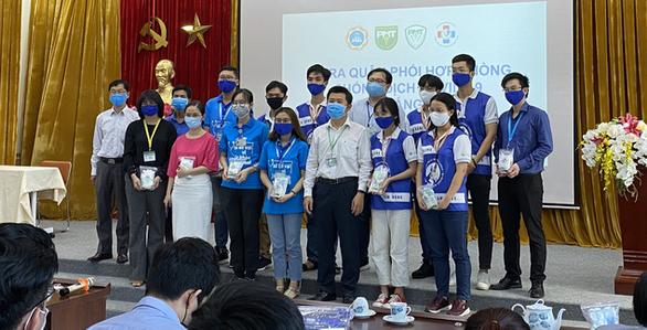 Nhiều thầy thuốc trẻ và sinh viên y khoa tham gia phòng chống dịch COVID-19 - Ảnh 1.