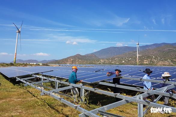 Huy động điện từ các nhà máy điện mặt trời tăng đến 28 lần - Ảnh 1.