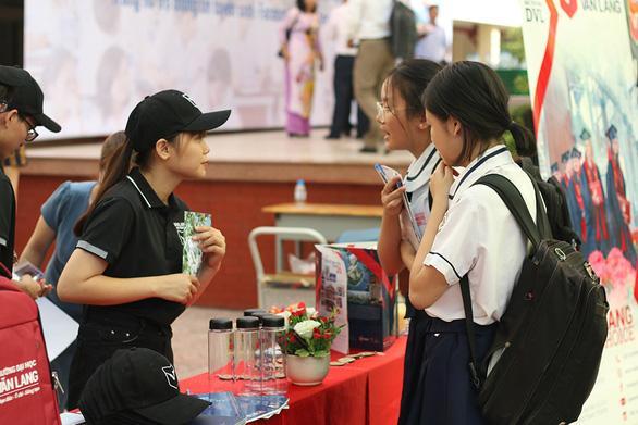 Đại học Văn Lang tổ chức ngày hội Tư vấn tuyển sinh online 2020 - Ảnh 2.