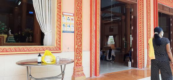 Cộng đồng người Khmer đón Tết cổ truyền, chung tay phòng ngừa COVID-19 - Ảnh 2.