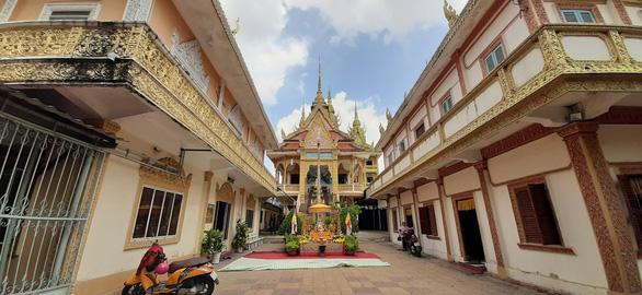 Cộng đồng người Khmer đón Tết cổ truyền, chung tay phòng ngừa COVID-19 - Ảnh 6.