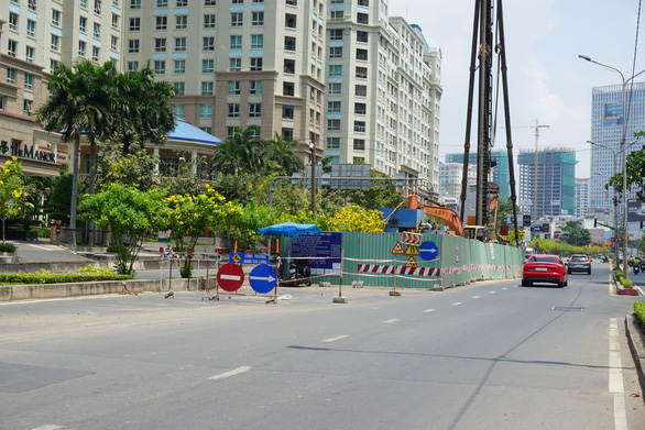 Đề nghị chủ đầu tư sửa nhanh rốn ngập đường Nguyễn Hữu Cảnh - Ảnh 1.