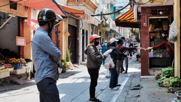 Giám đốc ILO Việt Nam chỉ cách giữ việc làm cho người lao động - Ảnh 1.