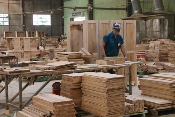 Xuất khẩu gỗ đóng băng khi 80% đơn hàng tạm dừng - Ảnh 1.