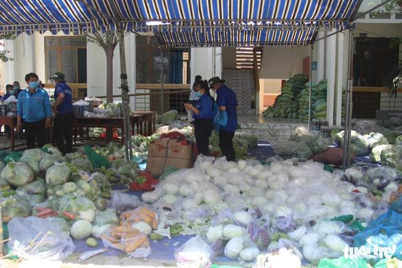 Hoàn thành 28 ngày, 20h tối nay 14-4, làng Chăm Văn Lâm 3 được gỡ bỏ cách ly y tế - Ảnh 2.