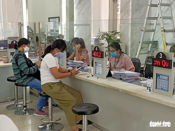 Giảm hệ số thu nhập tăng thêm của cán bộ công chức TP.HCM - Ảnh 1.