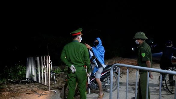 Phong tỏa nơi bệnh nhân 266 cư trú, xác định 28 người F1 - Ảnh 1.