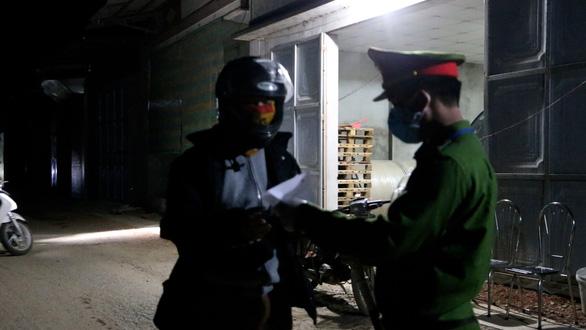 Phong tỏa nơi bệnh nhân 266 cư trú, xác định 28 người F1 - Ảnh 2.