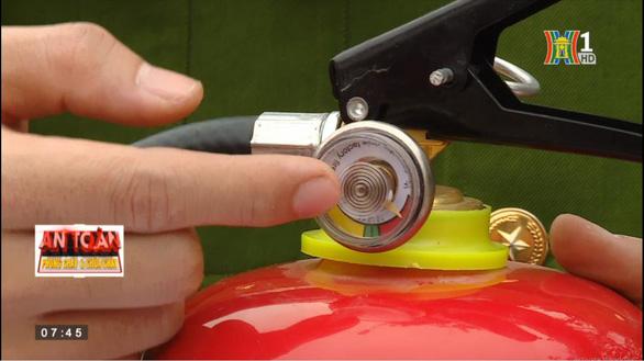 PV GAS đồng hành với Hà Nội TV: hướng dẫn sử dụng bình chữa cháy - Ảnh 1.