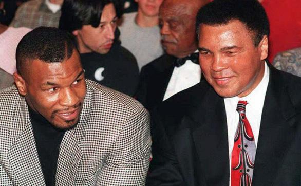 Lại tranh cãi quanh Mike Tyson và Muhammad Ali - Ảnh 1.