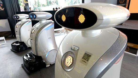 Corona khiến robot thay con người nhanh hơn - Ảnh 1.
