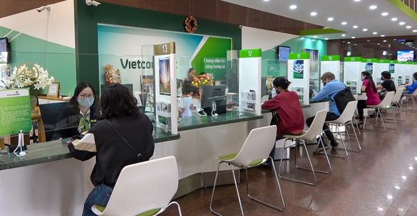 Vietcombank tiếp tục giảm lãi vay cho khách hàng bị ảnh hưởng dịch COVID - Ảnh 1.