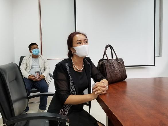 Khởi tố người đấm bảo vệ bệnh viện khi được đề nghị đo thân nhiệt - Ảnh 2.