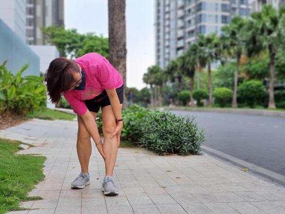 Vì sao bị đau cẳng chân khi đi hay chạy? - Ảnh 1.