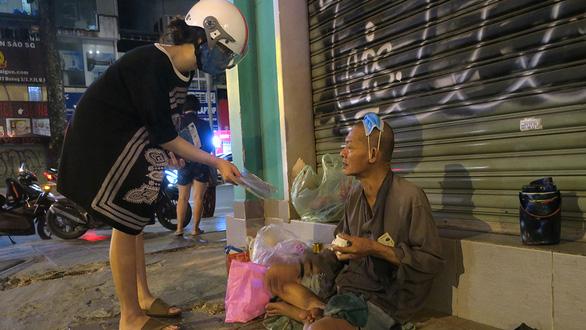 Không phải đến đại dịch người Việt mới tử tế với nhau, bao đời nay vẫn thế - Ảnh 1.