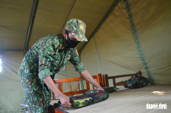 Quân khu 7 tặng quà chiến sĩ  chống dịch COVID-19 tuyến biên giới Campuchia - Ảnh 2.