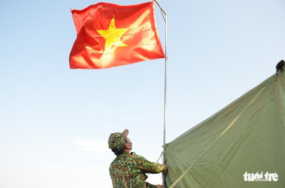 Quân khu 7 tặng quà chiến sĩ  chống dịch COVID-19 tuyến biên giới Campuchia - Ảnh 3.