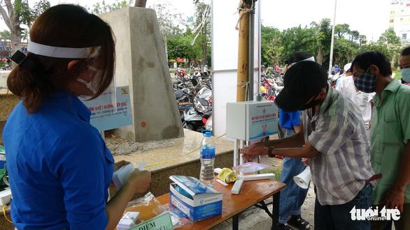ATM gạo nhân ái có mặt ở Bình Định, nhiều tấm lòng tràn tới đổ gạo vô - Ảnh 2.