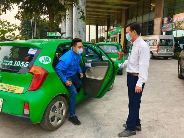 200 xe taxi Mai Linh tiếp tục hỗ trợ vận chuyển trong thời gian giãn cách xã hội - Ảnh 1.