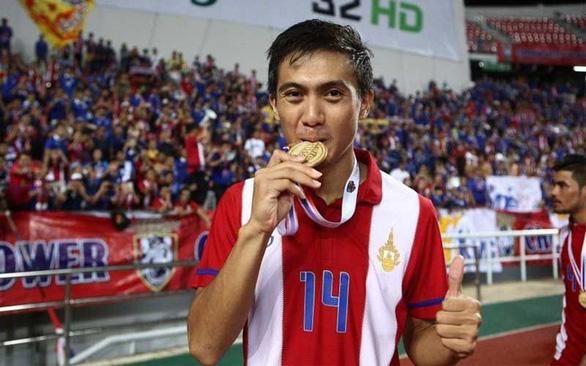 Cầu thủ Thái Lan lẩn trốn đã xuất hiện, khẳng định không dính líu cờ bạc - Ảnh 1.
