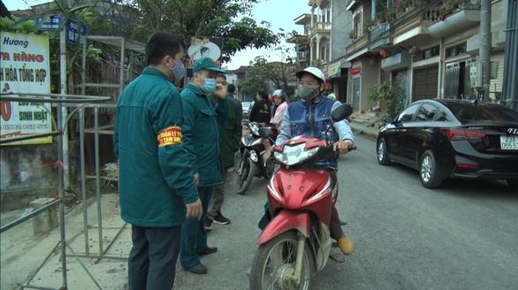 Cách ly một thôn và phòng khám gần 20 nhân viên y tế tại Hà Giang - Ảnh 1.