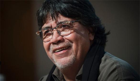 Nhà văn Luis Sepulveda - tác giả 'Lão già mê đọc truyện tình' - qua đời vì COVID-19 - Ảnh 1.