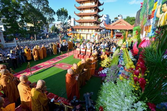 Các ban trị sự hành lễ Phật đản không quá 20 vị, theo dõi y tế 2 tuần - Ảnh 1.