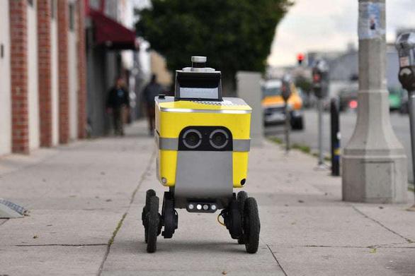 Robot, máy bay không người lái lên ngôi mùa dịch - Ảnh 4.