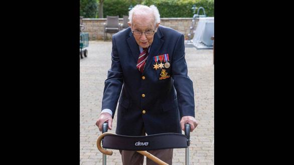 Cựu chiến binh Anh 99 tuổi quyên được 12 triệu bảng giúp y bác sĩ - Ảnh 2.