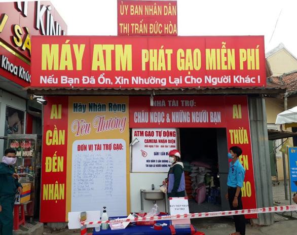 Cây ATM gạo tại Cần Thơ, Long  An chia sẻ khó khăn với người nghèo - Ảnh 2.