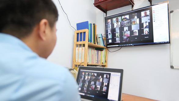 Zoom lộ thông tin người dùng, giáo viên trở về dạy online... truyền thống - Ảnh 1.