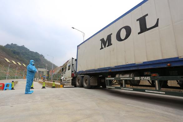 Đề nghị Trung Quốc kéo dài thời gian thông quan để gỡ khó cho xuất khẩu nông sản - Ảnh 1.