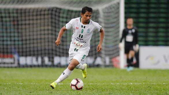 Nhiều đội bóng Malaysia nợ lương cầu thủ mùa COVID-19 - Ảnh 1.