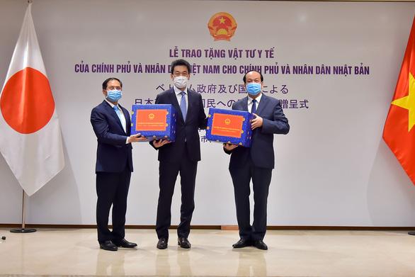 Việt Nam trao tặng khẩu trang, vật tư y tế cho Nhật Bản và Mỹ - Ảnh 1.
