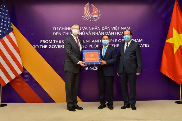 Việt Nam trao tặng khẩu trang, vật tư y tế cho Nhật Bản và Mỹ - Ảnh 2.