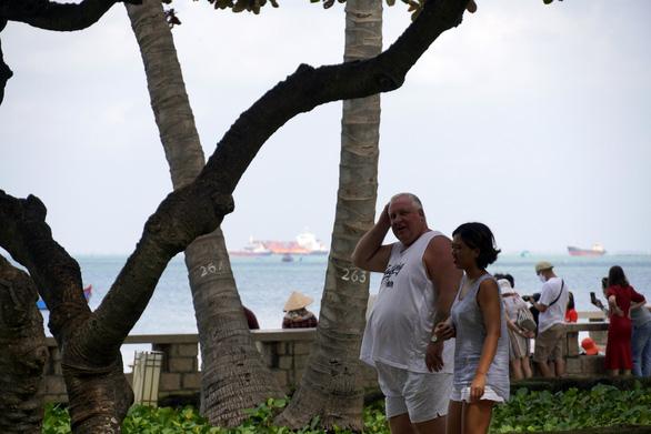 Bà Rịa - Vũng Tàu đóng bãi tắm, mở công viên, sân golf, quán ăn - Ảnh 3.