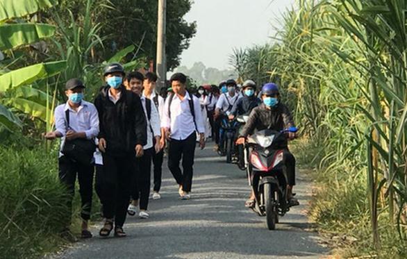 Các tỉnh thành lần lượt công bố kế hoạch thời gian học sinh đi học lại - Ảnh 2.