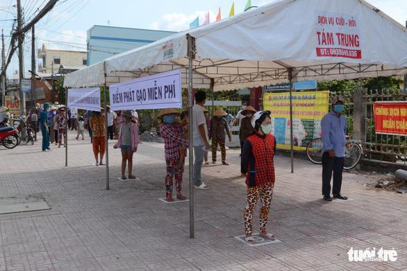 Tiền Giang có ATM phát gạo, trứng, bột ngọt... miễn phí cho người nghèo - Ảnh 3.