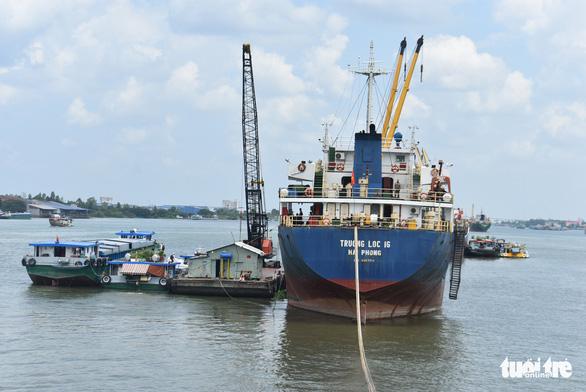 Giải phóng nhanh gạo đang ùn ứ tại cảng để giảm tổn thất cho doanh nghiệp - Ảnh 1.