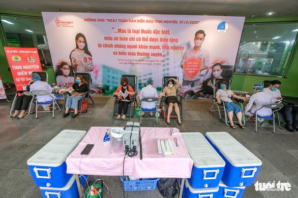 Miss Charm International Quỳnh Nga cùng hàng trăm bạn trẻ hiến máu mùa COVID-19 - Ảnh 8.