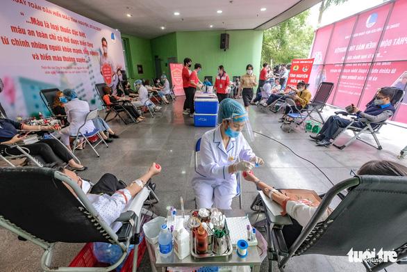 Miss Charm International Quỳnh Nga cùng hàng trăm bạn trẻ hiến máu mùa COVID-19 - Ảnh 12.