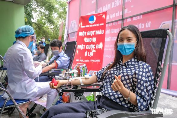 Miss Charm International Quỳnh Nga cùng hàng trăm bạn trẻ hiến máu mùa COVID-19 - Ảnh 10.