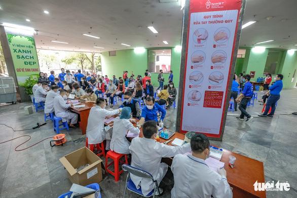 Miss Charm International Quỳnh Nga cùng hàng trăm bạn trẻ hiến máu mùa COVID-19 - Ảnh 1.