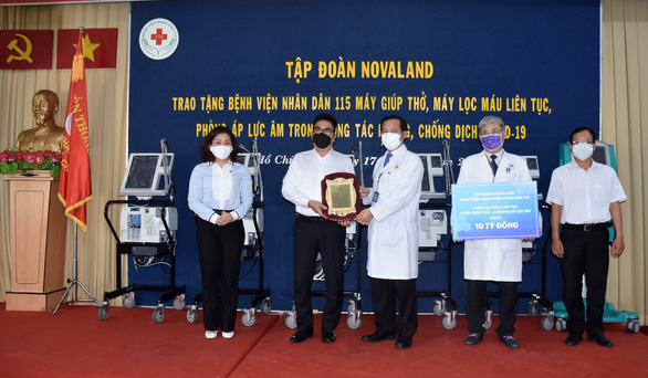 Novaland tặng trang thiết bị y tế đến Bệnh viện Nhân dân 115 - Ảnh 1.