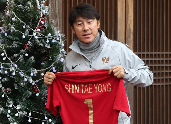Về Hàn Quốc, HLV Shin Tae Yong nói Indonesia chống dịch kém - Ảnh 1.